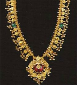 The Kolhapuri Saaz is famous ornament worn by Kolhapuri Women since long. This artistically made jewellery due to its specific design and pattern looks tremendously beautiful which adds to the glory to the person wearing it.