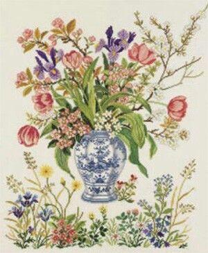 Eva Rosenstand, delftsblauwe vaas met voorjaarsboeket