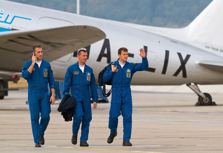 SIAF 2012: Frecce Tricolori pilots after their show