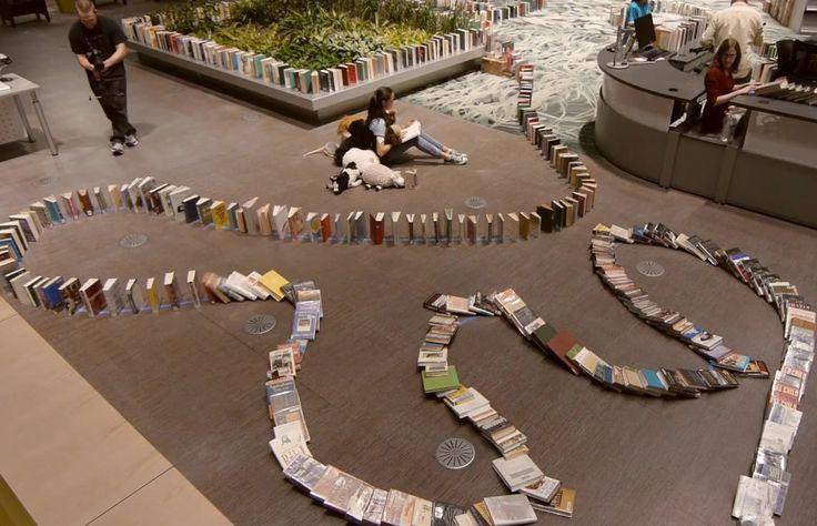 Bibliotheek vestigt record in domino met boeken
