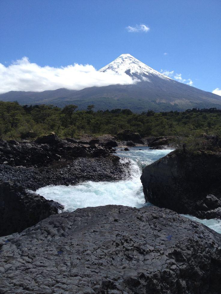 Volcán Osorno, Saltos de Petrohué, Chile.