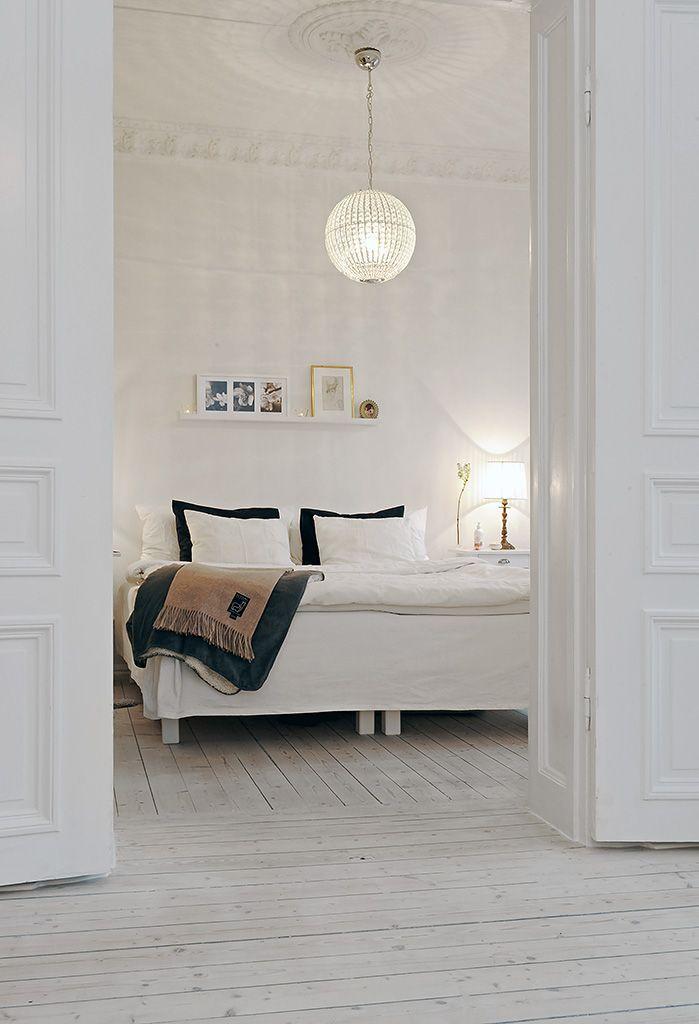 << bedroom :: white on white + pretty lighting >>