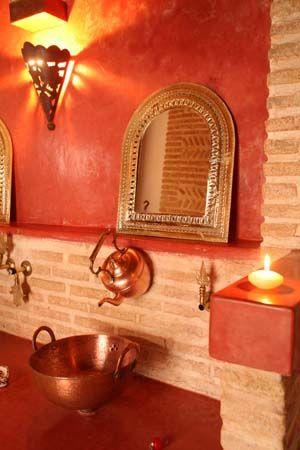 les 25 meilleures id es de la cat gorie salle de bains marocaines sur pinterest carrelage. Black Bedroom Furniture Sets. Home Design Ideas
