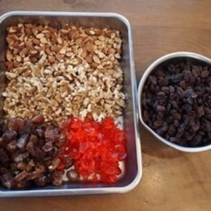 ベニシアさんのフルーツケーキ、仕込みました。 by musashiさん   レシピブログ - 料理ブログのレシピ満載! 毎年12月に入ると仕込み、3週間ほど熟成させるフルーツケーキ。(あっ 去年はシュトーレンでしたが・・)今年は、ハーブ研究家のベニシアさんがNHK番組「猫のしっぽ かえるの手」で紹介されていたレシピで作...