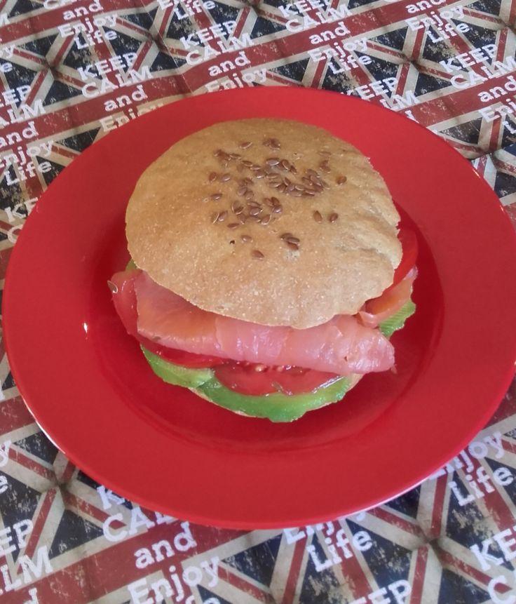 #hamburger #salmone e #avocado#cucinaitaliana #cucinare #foodbloggersitaliani #foodblog #food #vanessachef #salmon #cucinanaturale #food4thought #foodstyling #inmykitchen #farmtotable #foodporn #foodie #foodlover #eatgoodfeelgood #foodbloggeritaliani #cucinoio #homemade #homemadefood #ilovecooking #incucinaconleistamamme #lunch #pranzo #foodart #tasty #delicious #foodgasm #foodpic #eat #eating #foodtrend #cooking #recipe #hungry #ricette #masterchef #bio #maincourses #maindishes #ricette…