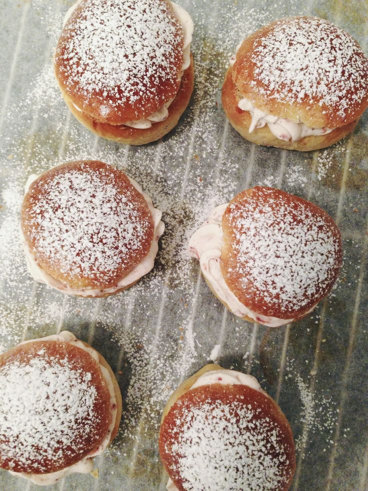 Strawberry Semlor (Swedish Fastelavnsboller)