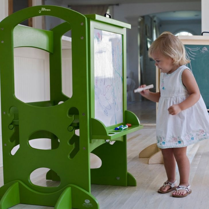 This kids learner tower is ideal and easy to use for the children. An option to be creative, have fun and to learn as well! Learning Tower Art Easel Green | Zanui.com.au