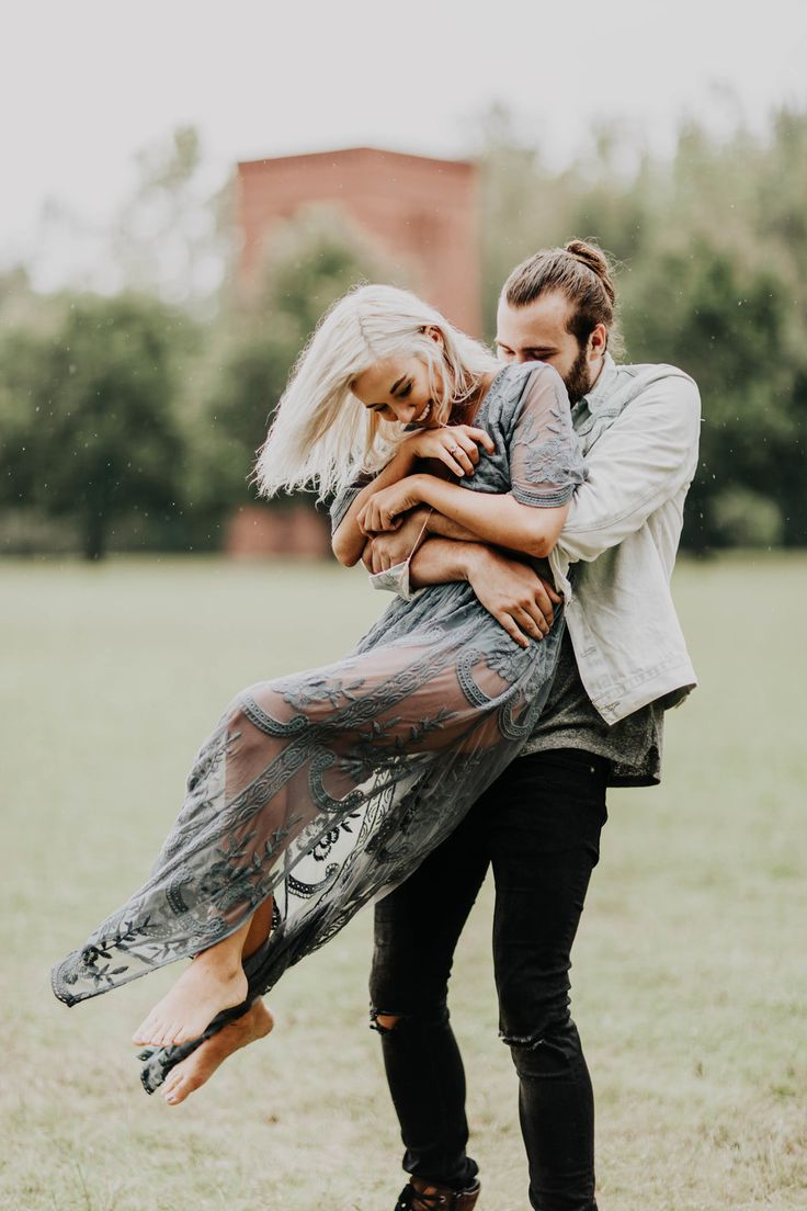 Our Top 3 Tips on Dressing for Your Engagement Photos