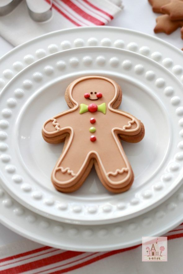 (Video & Recipe) How to Make Gingerbread Cut-Out Cookies & Decorate Gingerbread Men with Royal Icing | Sweetopia
