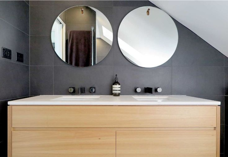 Round mirrors sure make a statement in a bathroom! Perfect use of space!