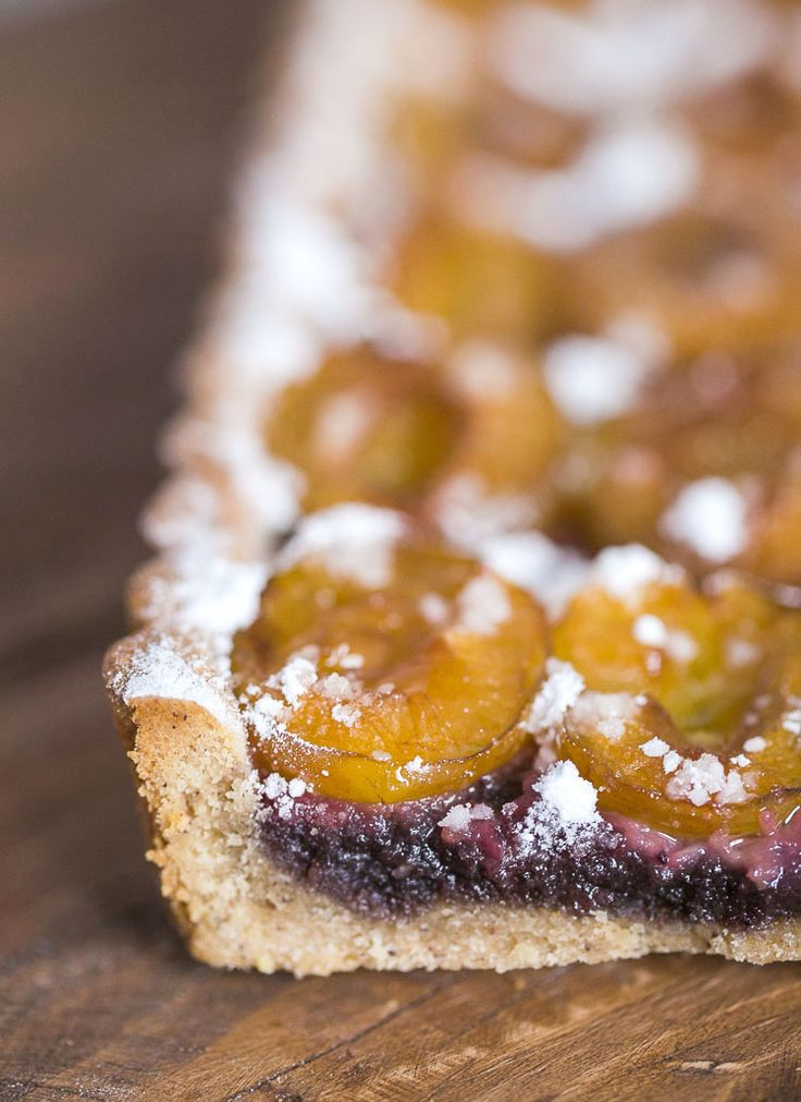 Blanccoco. Tarte aux prunes, frangipane de myrtilles et pâte sablée cannelle