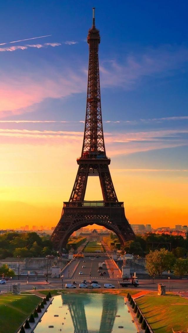 Paris at sunset photographer: Emmanuel Larussi