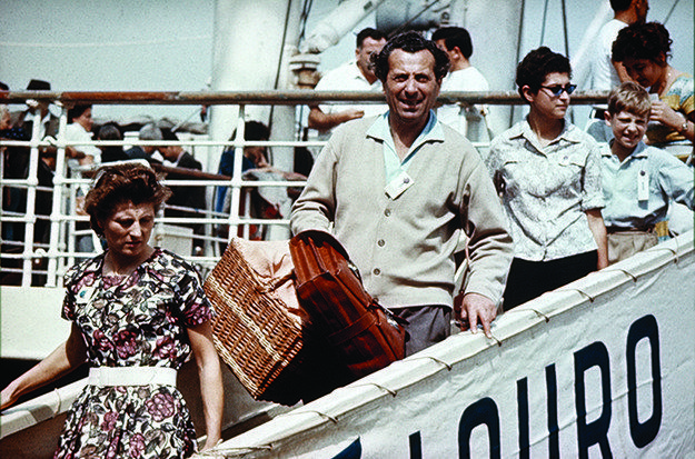 Italian migrants arrive in Sydney, 1951.