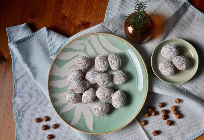 Ořechy - vánoční cukroví #České, #Cukroví, #Dezert, #Homebaking, #Klasika, #Ořechy, #Pečení, #Recept, #Sladké, #Sweet, #TasteActually, #Vánoce, #Vůně https://wp.me/p66AFB-xZ