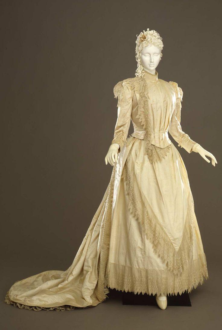 Abito femminile da sposa in due pezzi. ca. 1890