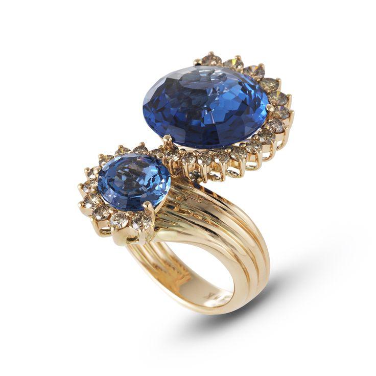 London blue topaz. Tagli tondi o a goccia, solo apparentemente classici  #ring by ponte vecchio gioielli