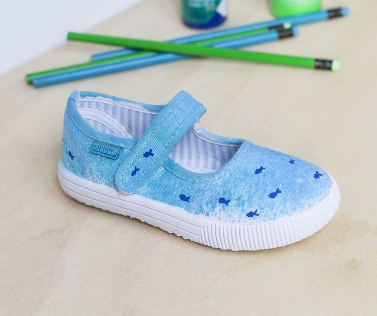 Esta semana en micasaesuntaller.es os contamos cómo conseguir una decoración para tela en dos sencillos pasos, ¡ideal para el verano! Y ¡perfecto para reutilizar las zapatillas desgastadas!