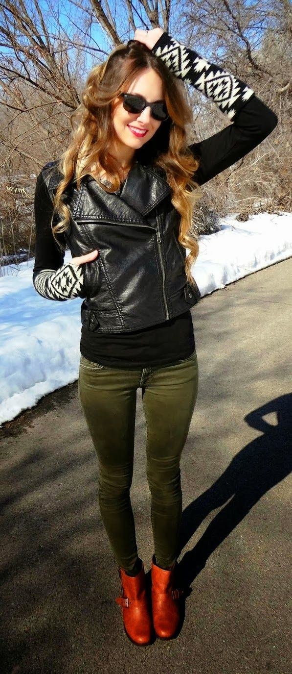 What Goes With Forest Green Pants