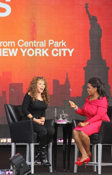Mariah Carey Photos - Singer Mariah Carey and TV personality Oprah Winfrey appear on The Oprah Winfrey Show: Fridays Live From New York at Rumsey Playfield on September 18, 2009 in New York City. - The Oprah Winfrey Show: Fridays Live From New York