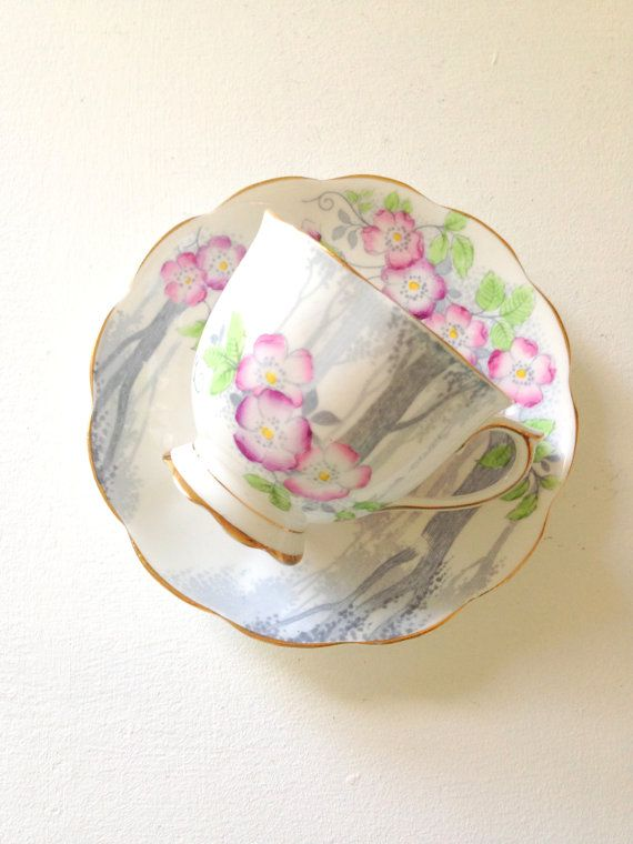 dating royal albert crown china This auction is for a lovely vintage royal albert crown china duo (cup & saucer) in the harvest moon pattern.