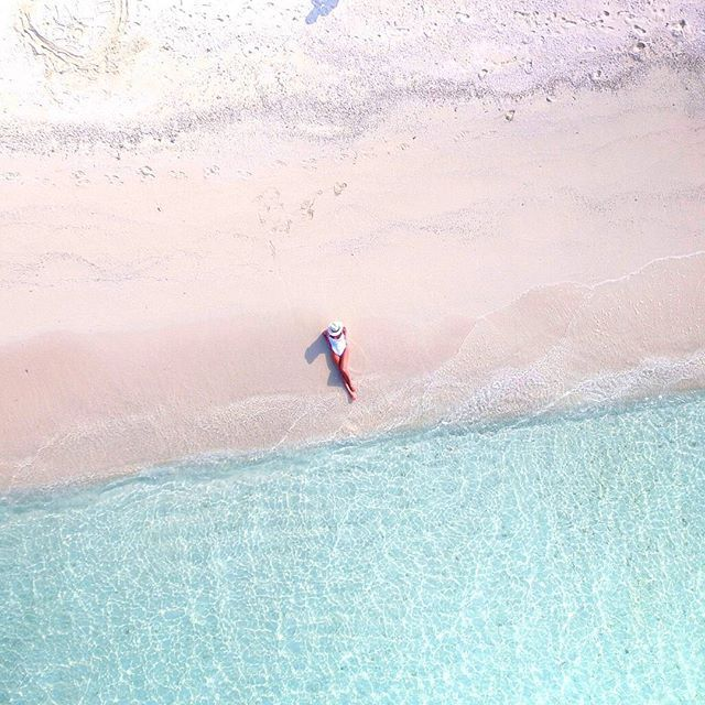 Hello from our beautiful residence #kuramathi I love the new drone @djiglobal the pictures are just amazing  #maldives #mondaymotivation #mondaysbelike #paradise #wanderlust #travelblogger #reiselust #travel #djiphantom3professional #kuramathi #malediven #bluewater #underwater #drone #foreveronvacation #dji #islandlife #tropicalvibes#travelblogger #wanderlust #globetrotter #aroundtheworld #wanderer #exploringtheglobe #travellife #neverstopexploring #daydreaming…