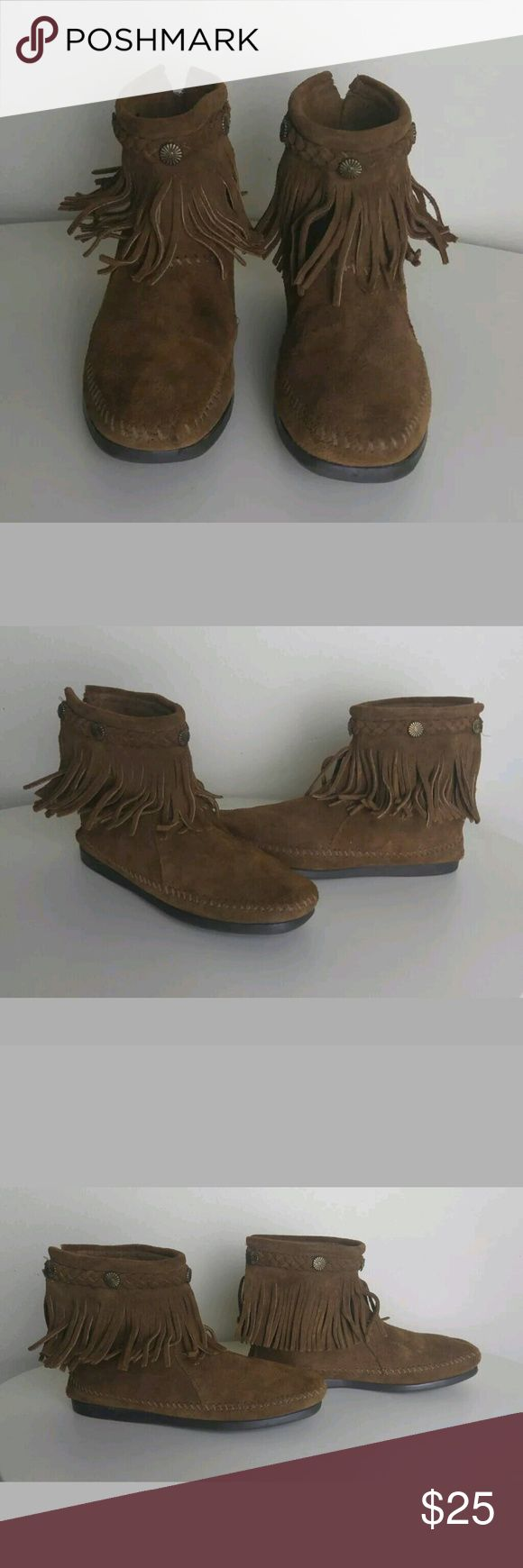 Minnetonka Fringe Brown Ankle Mocassin 6 Minnetonka Fringe Brown Suede Boho Medallion Back Zip Ankle Bootie Mocassin 6. Booties are pre owned. Minor scuffs on suede from normal use. No rips or holes. Soles in great condition, great grip. Minnetonka Shoes Ankle Boots & Booties