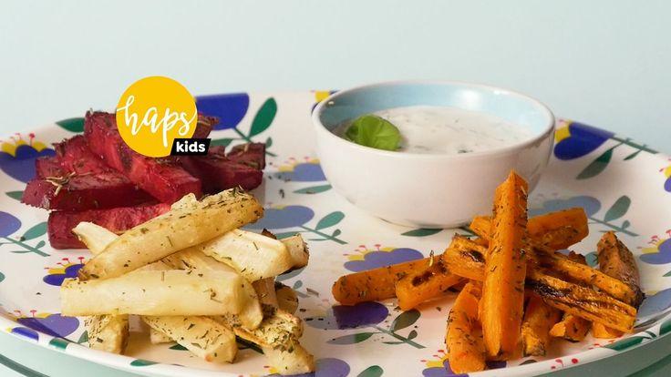 WHO zaleca, żeby jeść 5 porcji warzyw dziennie. Obawiamy się, że pięć porcji klasycznych frytek w ciągu dnia może nie wpłynąć dobrze na nasze dzieci, więc opatentowaliśmy zdrowe frytki z różnych warzyw.   Składniki: 2 marchewki 2 pietruszki 1 burak 3 łyżki oliwy z oliwek 1 czubata łyżka majonezu 1 czubata łyżka jogurtu greckiego 10 listków świeżej bazylii sól pieprz ziołowy zioła prowansalskie   Wykonanie:  Warzywa umyj, obierz i pokrój w dość grube słupki. Umieść pokrojone warzywa w…