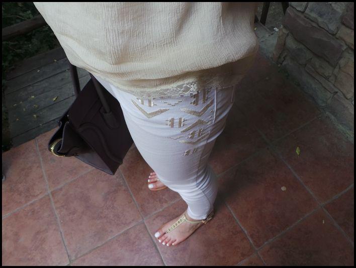 HM beyaz pantolon aztek baskılı pantolon parmak arası sandalet zımbalı sandalet celine çanta mango tül bluz krem rengi bluz komvini ne giydim blogları ne giysem yaz kombini yaz kombin önerisi sokak modası Ne Giydim / Yaz Kombini