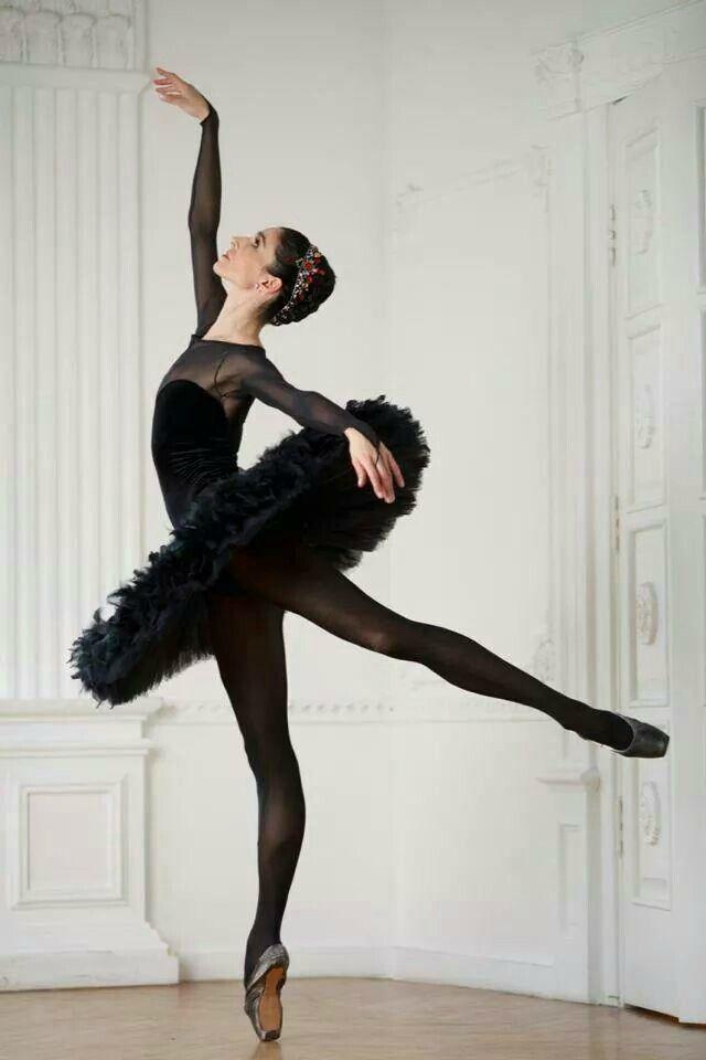Ballerina Anna Osadcenko - Stuttgart Ballet - Photo by Carlos Quezada Fotografía