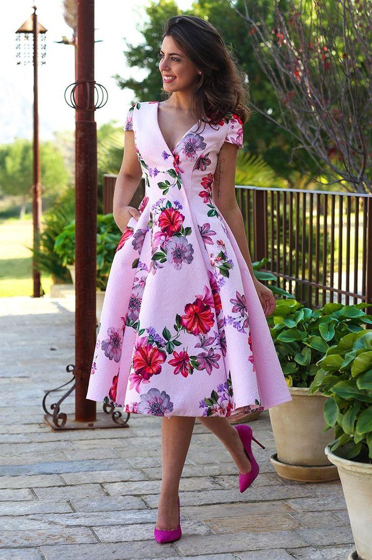 I like to wear makeup and pretty dresses. I also l… – #Dresses #elegante #Make…
