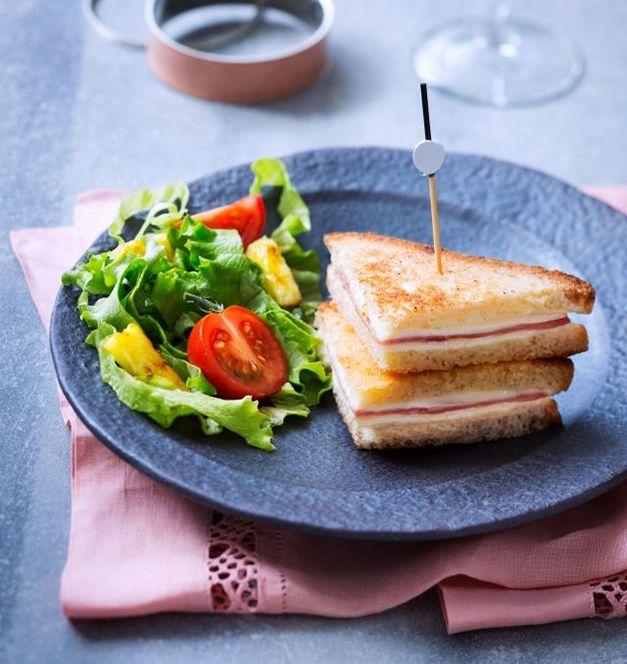 Un petit creux en milieu d'après-midi ? Notre #recette de croque-monsieur façon clubs sandwich comblera toutes vos petites faims. Source : Relaxnews.