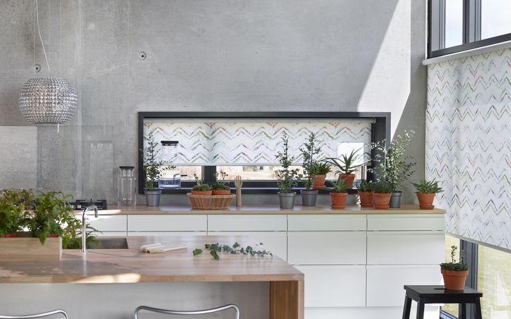 Zigzag mønster fra Luxaflex i kollektionen Luxaflex Art Collection. Mix mønstre ind i din bolig og opdag effekten. #rullegardiner #inspiration #bolig #indretning #boligindretning #gardiner #gardininspiration #luxaflex #luxaflexdk #køkken #beton #concrete