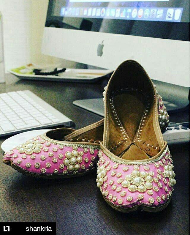 Buy these amazing designs of designer women punjabi Jutti