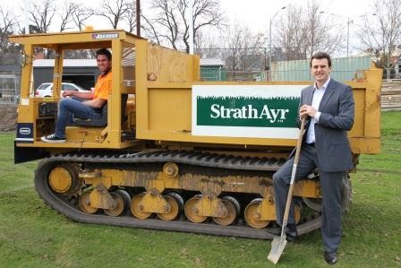 Chris Newman & Brendan Gale getting involved in the turf upgrade at punt rd.