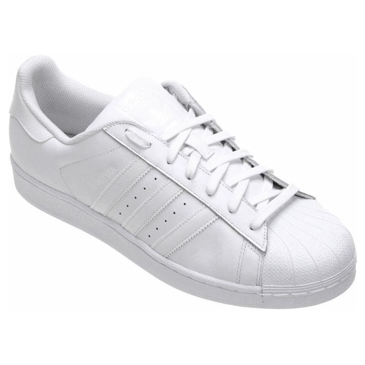 O estilo casual ganha mais autenticidade com o Tênis Adidas Superstar Foundation Branco. O modelo possui cabedal em couro sintético e a biqueira que ajuda a proteger a parte frontal dos pés. | Netshoes