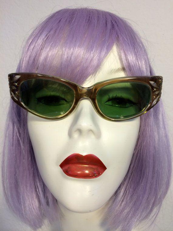 Hey, ho trovato questa fantastica inserzione di Etsy su https://www.etsy.com/it/listing/195540762/1950-occhiali-occhio-di-gatto-rinestone