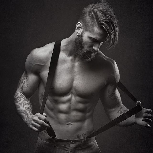 Rewind to the big beard days #suspenders #beardlife #rewind Photo By: Corey…