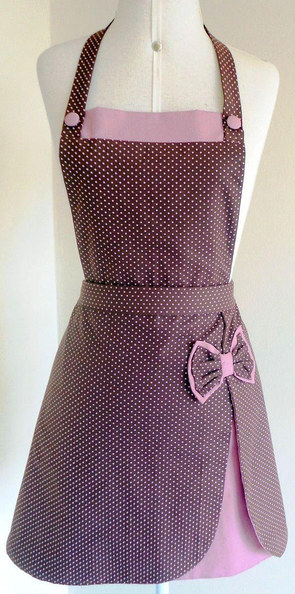 Ahora puedes cocinar con estilo propio y lucir un hermoso delantal hecho por tí. El delantal es una prenda muy útil en la cocina pues además de proteger la ropa de manchas ocasionadas por salpicadu…