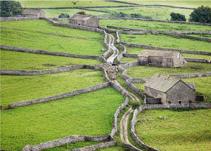 Traffick jam at Yorkshire Dales (by Matt Cornish)