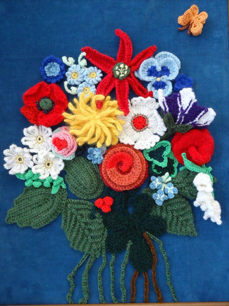 boeket van gehaakte en gebreide bloemen