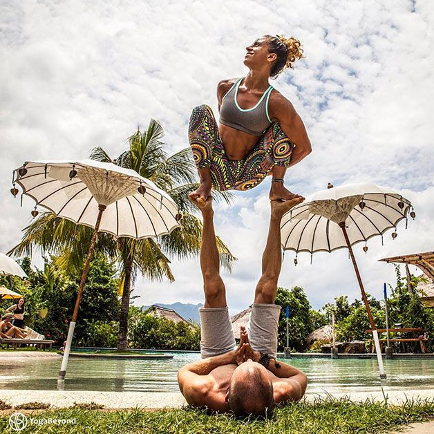Casal viaja pelo mundo fazendo posições difíceis de ioga - Fotos - R7 R7 Meu Estilo