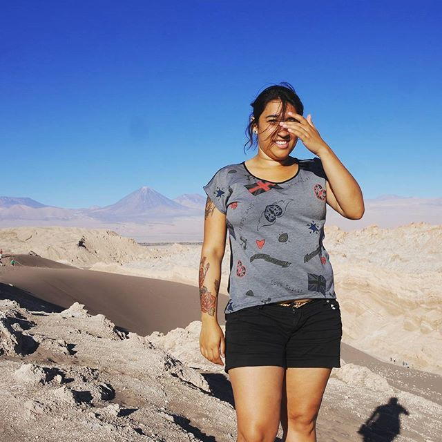 Valle de la Luna ♡ Faz muito calor nessa região durante o dia, mas a noite... É mega frio. Pra esse passeio tenha uma calça-bermuda e um casaco corta vento.    #valledelaluna #licancabur #chile #chilegram #atacama #atacamadesert #desertodoatacama #sanpedrodeatacama