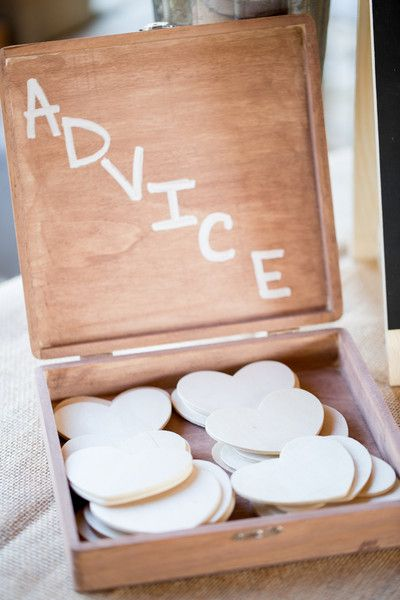 Love this idea - guests can leave the #newlyweds advice for the couples' future {Rachel Smith Photography}