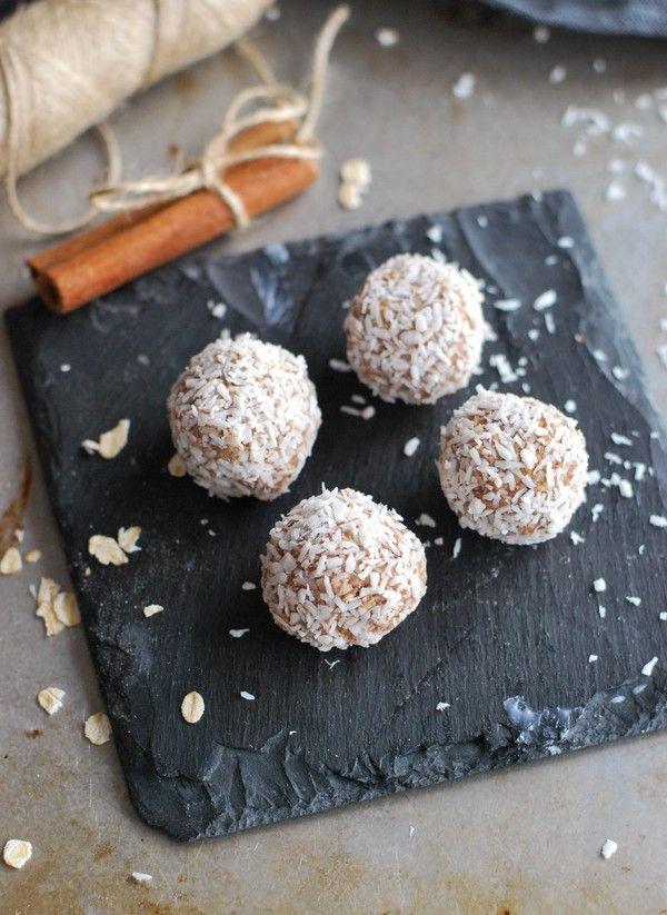 Juliga havrebollar med smak av pepparkaka, utan tillsatt socker //Baka Sockerfritt