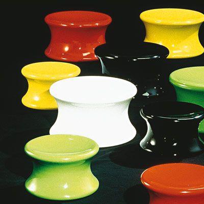 #excll #дизайнинтерьера #решения Без сомнений, это его самое известное творение (правами дистрибьютора на сегодяшний день владеет  Adelta ) хотя не стоит забывать и его первые творения из этого материала — банкетку Mushroom или стул-пузырь.