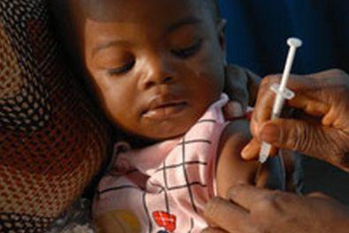 In Africa, la battaglia contro la meningite A sta dando ottimi risultati. Grazie a una vaccinazione di massa partita nel 2010, 237 milioni di persone sono state immunizzate nei Paesi della 'cintura della meningite' e cioe' le nazioni che si trovan...