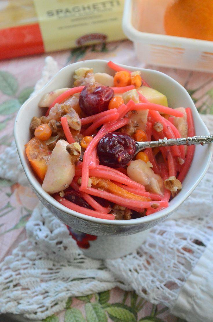 ФРУКТОВО-ЯГОДНЫЙ САЛАТ!  Десертный салат с очень интересным ингредиентом!  http://www.koolinar.ru/recipe/view/123080