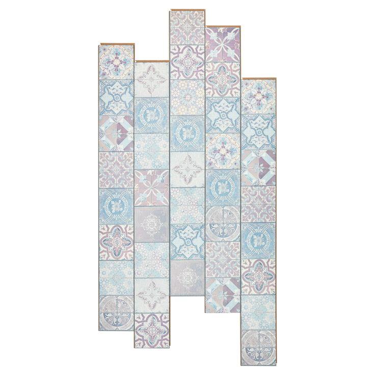 Laminaat met een opvallend roze tegelpatroon. Inhoud per pak: 10 planken. Dikte: 8 mm. #laminaat #vloer #tegelpatroon #kwantum