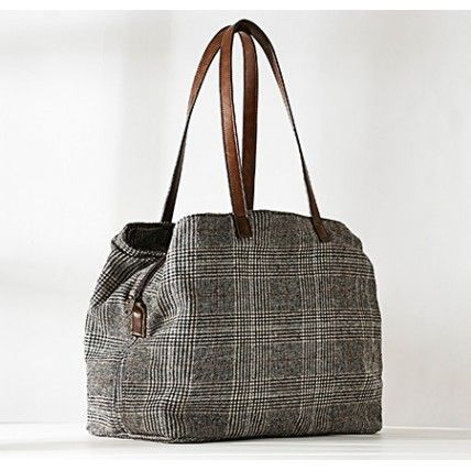 ✓Canvas - flax - leather shoulder bag emanates a loose style, emphasizes independence and their lifestyle without being fashions and conventions.