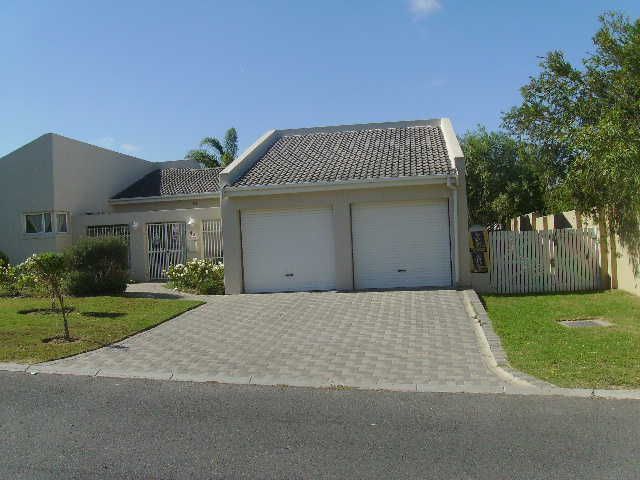 Durbanville,sonstraal heights: 3bed/study/2bath/3living/double garage/more | Durbanville | Gumtree South Africa